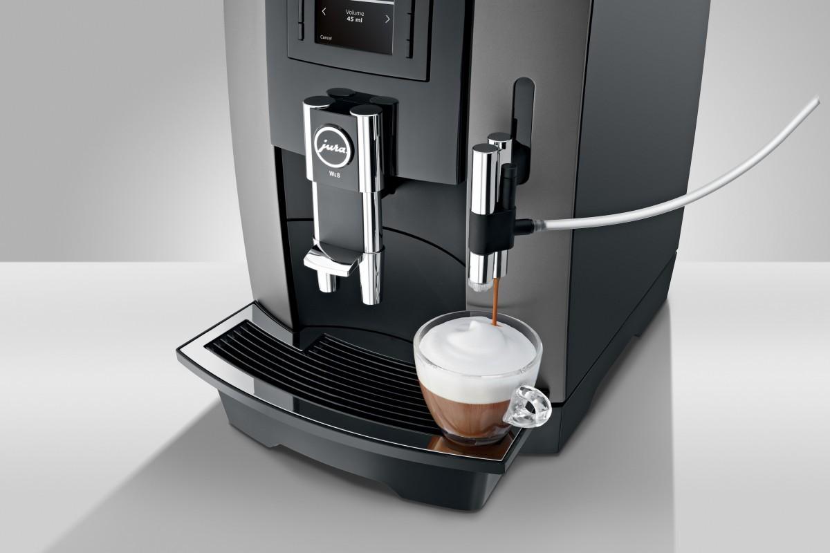Met een druk op de knop cappuccino maken.